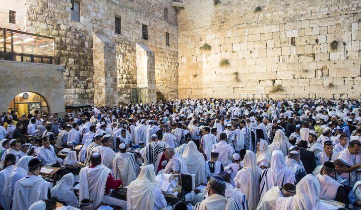Israel worship at wailing wall